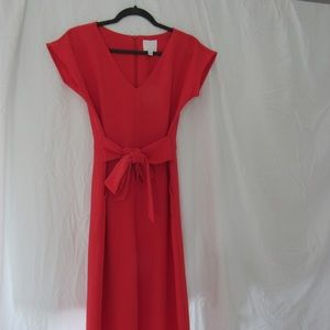 Jumpsuit, this season, in the popular red